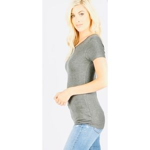 ZENANA OUTFITTERS Gray Women's V Neck Tee. large